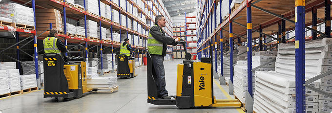 Yale-Inside-Hero-Pallet-Trucks